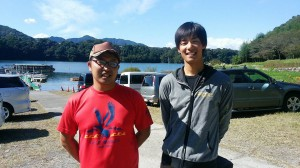 OSPスタッフの金井君(左)と。