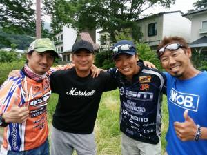右からイヨケン、市村君、吉田君、お疲れ!!