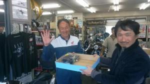 今日は八王子在住のプロスタッフの納谷さんのパシリとしてルアーを届けた。(笑)